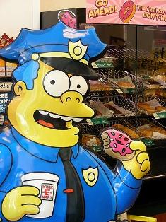 cop-eating-doughnut